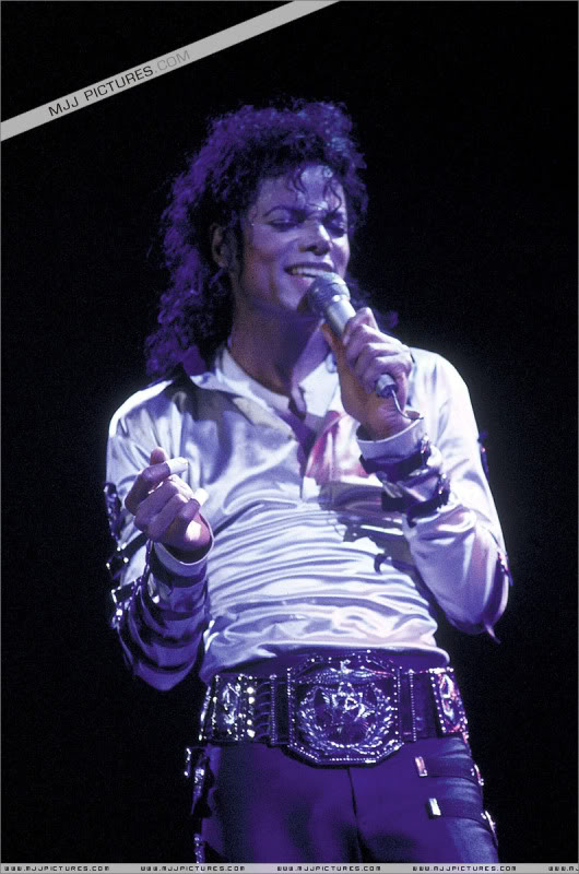 Bad World Tour Onstage- Various - Page 3 539
