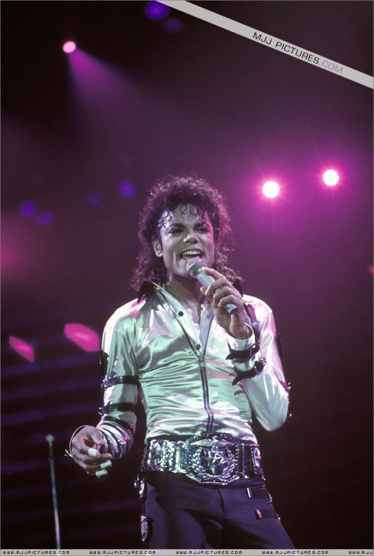 Bad World Tour Onstage- Various - Page 3 542
