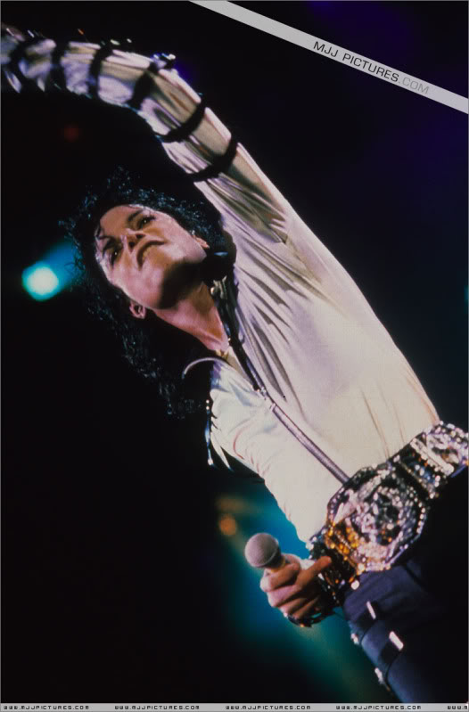 Bad World Tour Onstage- Various - Page 3 544