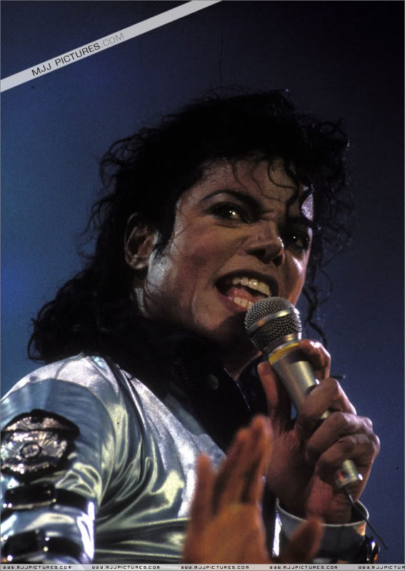Bad World Tour Onstage- Various - Page 3 545