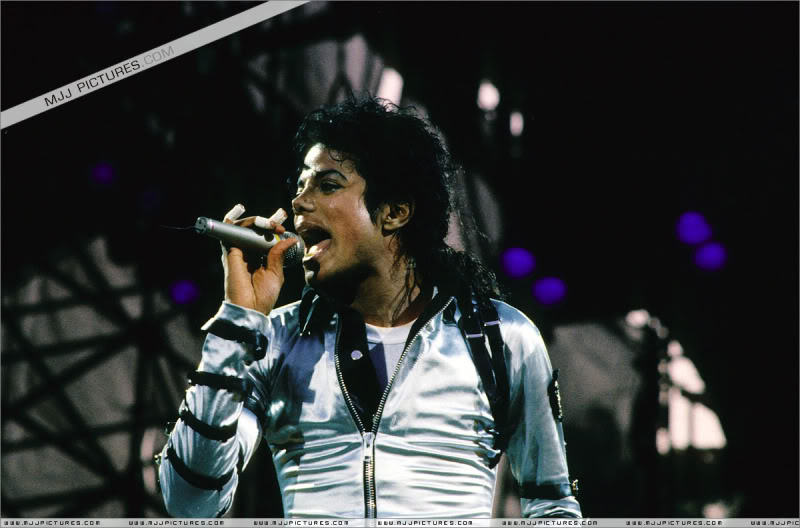 Bad World Tour Onstage- Various - Page 3 547