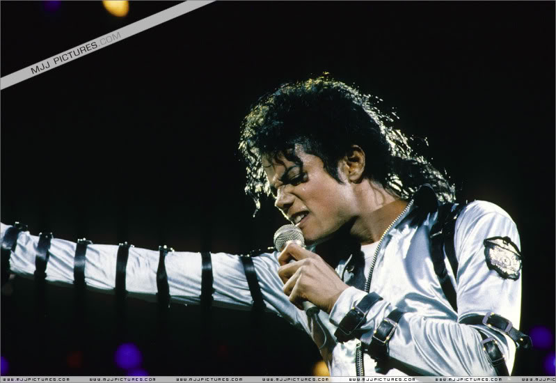 Bad World Tour Onstage- Various - Page 3 548