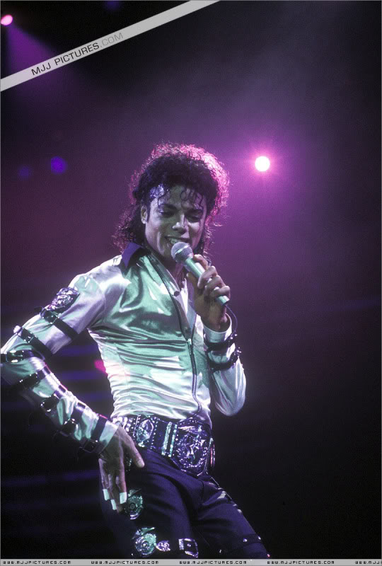 Bad World Tour Onstage- Various - Page 3 550