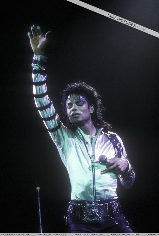 Bad World Tour Onstage- Various - Page 3 551
