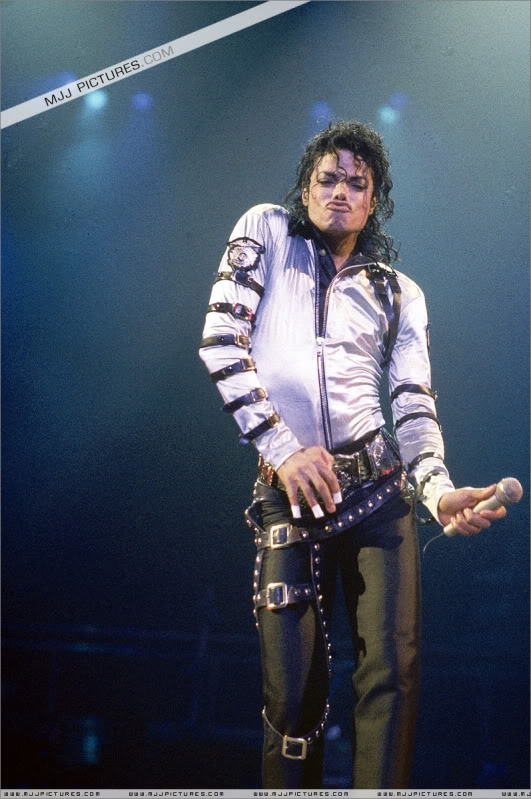 Bad World Tour Onstage- Various - Page 3 553