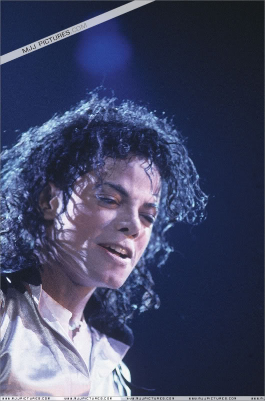 Bad World Tour Onstage- Various - Page 3 556