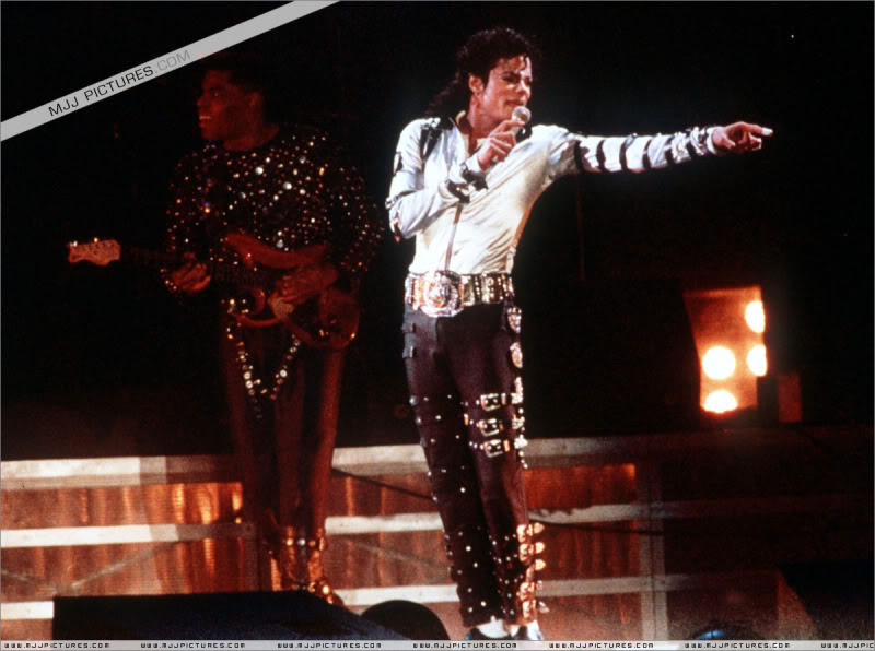 Bad World Tour Onstage- Various - Page 3 561
