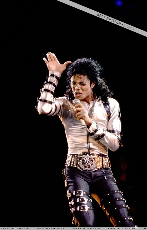Bad World Tour Onstage- Various - Page 3 562