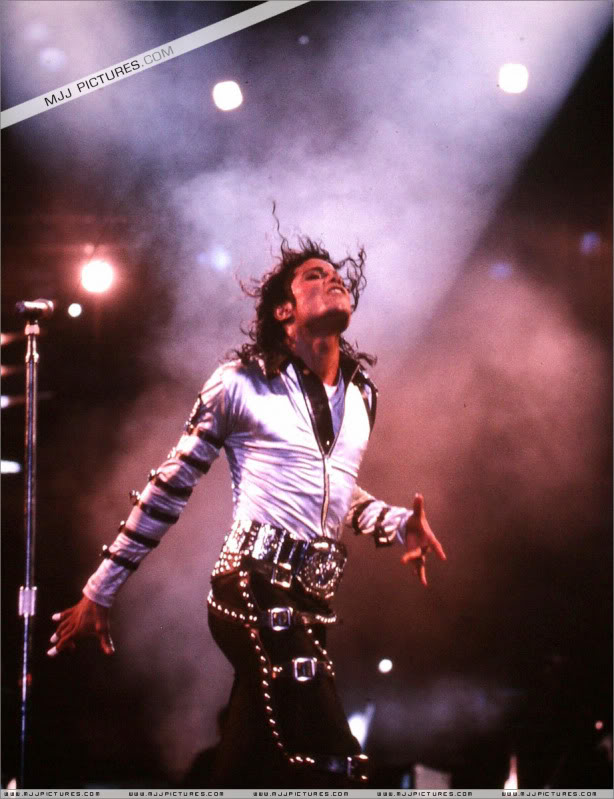 Bad World Tour Onstage- Various - Page 3 563
