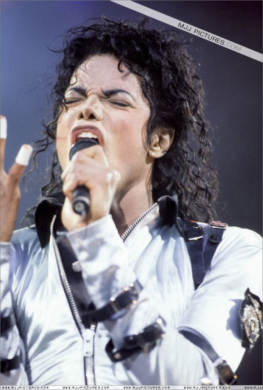 Bad World Tour Onstage- Various - Page 3 565