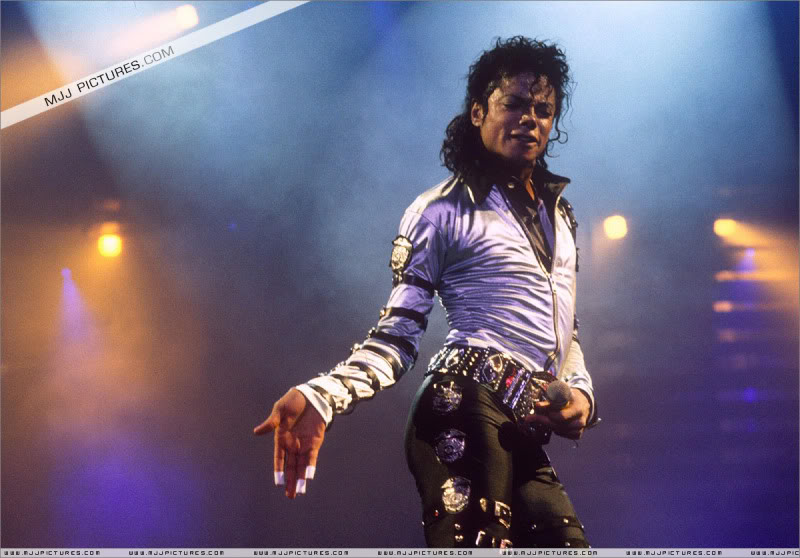Bad World Tour Onstage- Various - Page 3 570