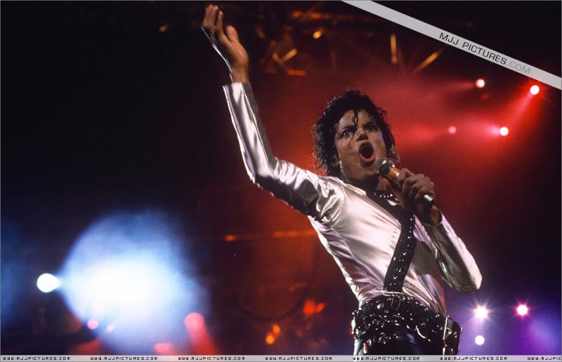 Bad World Tour Onstage- Various - Page 3 571