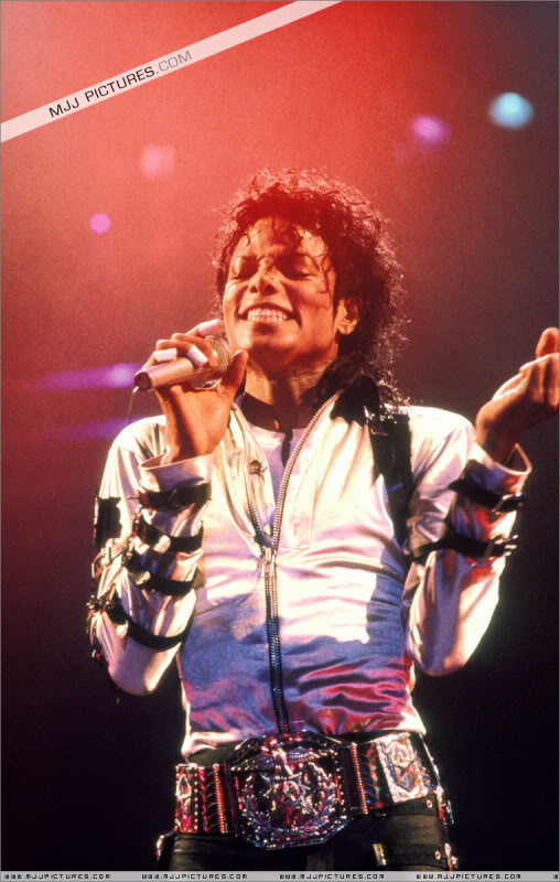 Bad World Tour Onstage- Various - Page 3 572