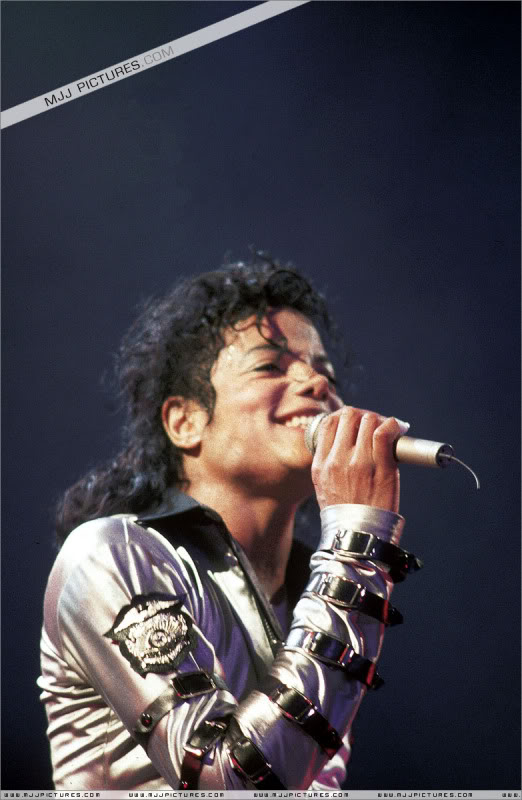 Bad World Tour Onstage- Various - Page 3 574