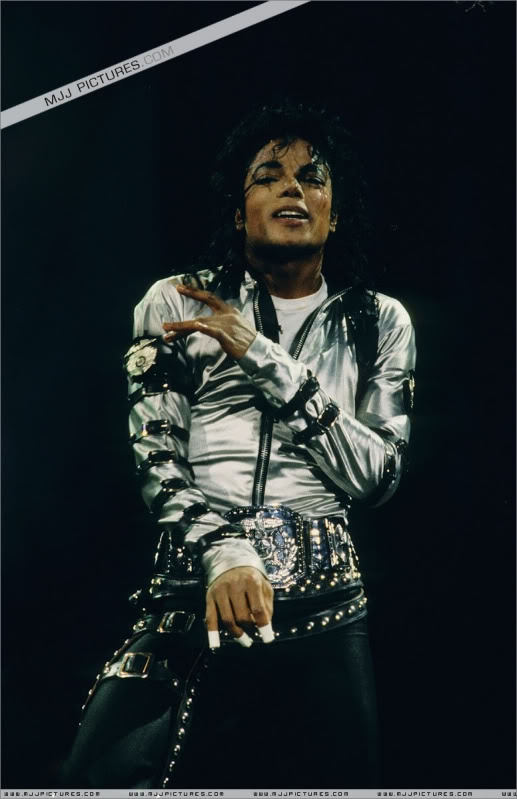 Bad World Tour Onstage- Various - Page 3 575