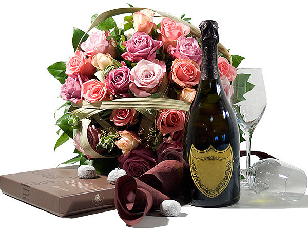 photo flori-de-lux-ro-cadouri-de-lux-pentru-pasti-buchet-trandafiri-nuante-de-mov-sampanie-si-ciocolata-fina-49dda65249241.jpg