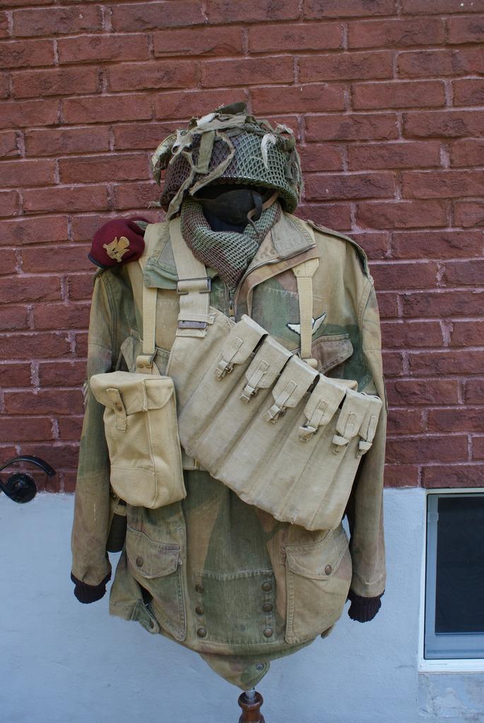 Paratrooper Helmet Militaria%207%20007_zpsxi2r9rcy