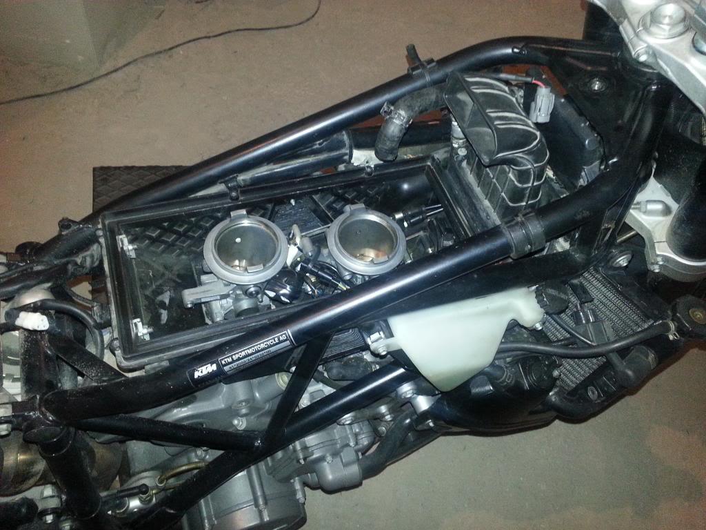 Tutorial cambio airbox de superduke a filtro espuma tipo motobox, cpr, motohooligan 2013-01-12181901_zpsf0c7bde1