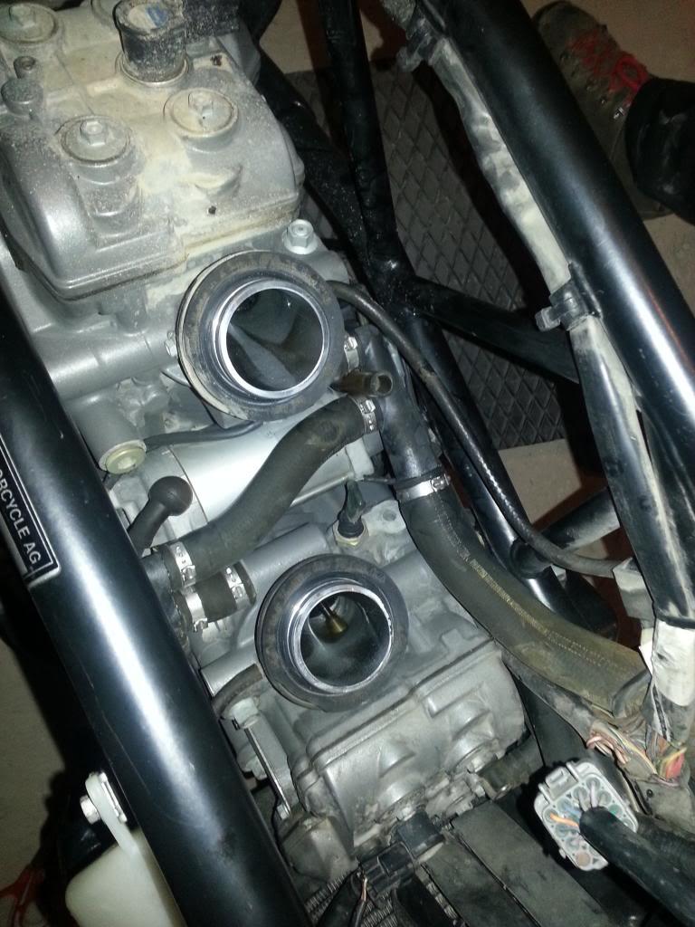 Tutorial cambio airbox de superduke a filtro espuma tipo motobox, cpr, motohooligan 2013-01-12184718_zps4ca7ae1d