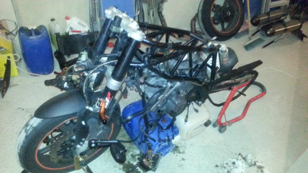 MOTOR REPASADO DE LA SUPERKATY !!! 20131221_202357_zpsf61fffa3