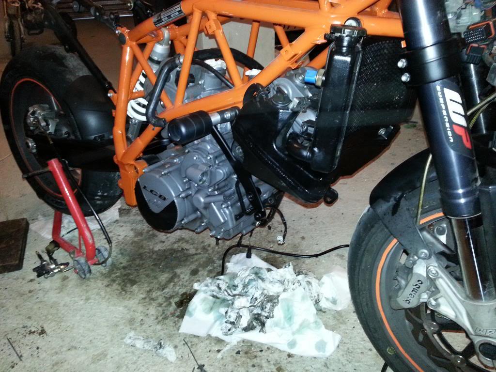 MOTOR REPASADO DE LA SUPERKATY !!! 20140212_180324_zps661b920c