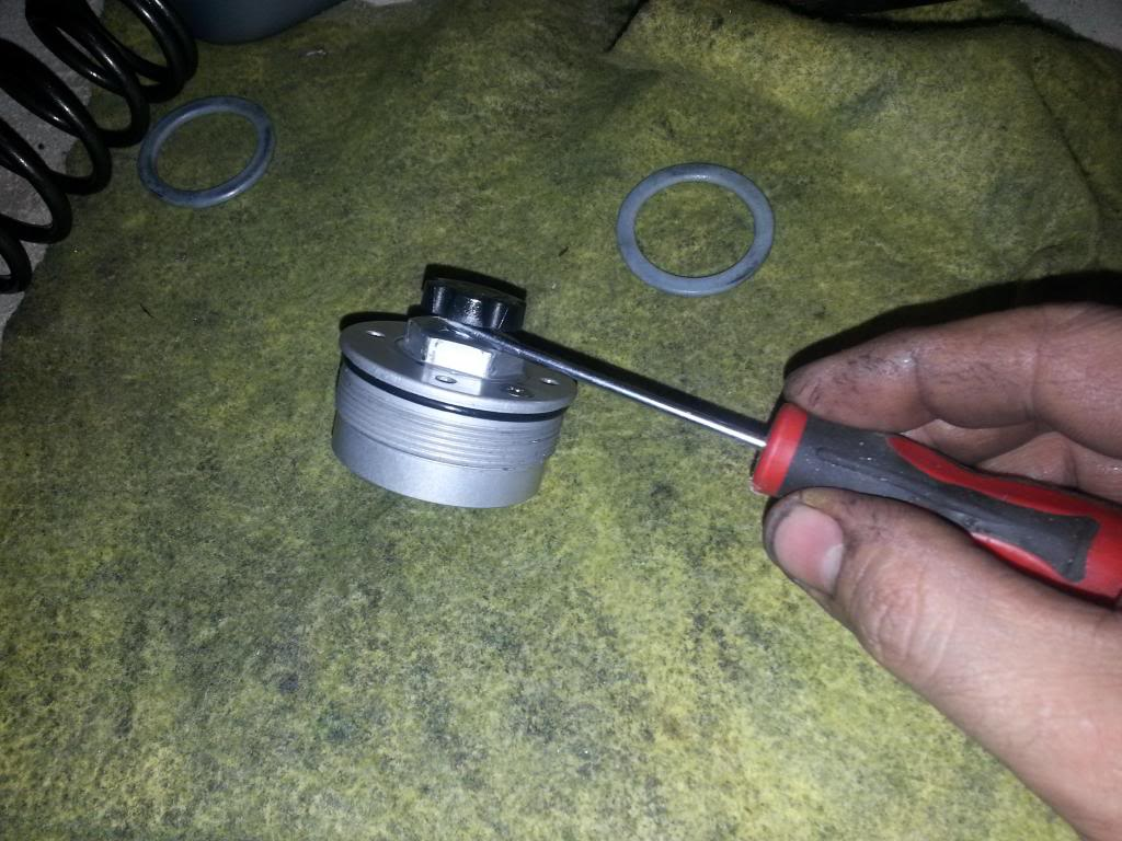 tutorial revisar y cambiar aceite horquillas wp superduke 20130521_144327_zps4984b397