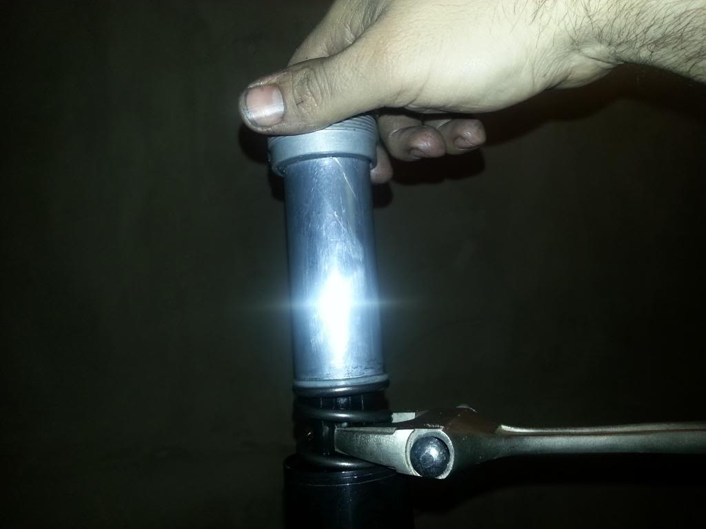 tutorial revisar y cambiar aceite horquillas wp superduke 20130521_145930_zpscdc1c72c
