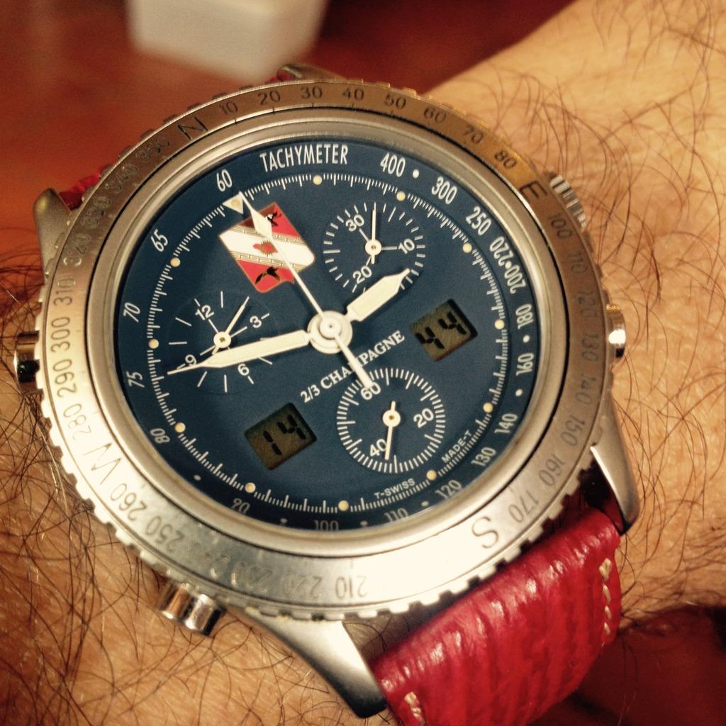 flieger - montres de pilote type 20 ... et .. autre militaire .. - Page 5 138EB48A-3839-42AF-BF0E-B2FFF2804657_zpssddop21n