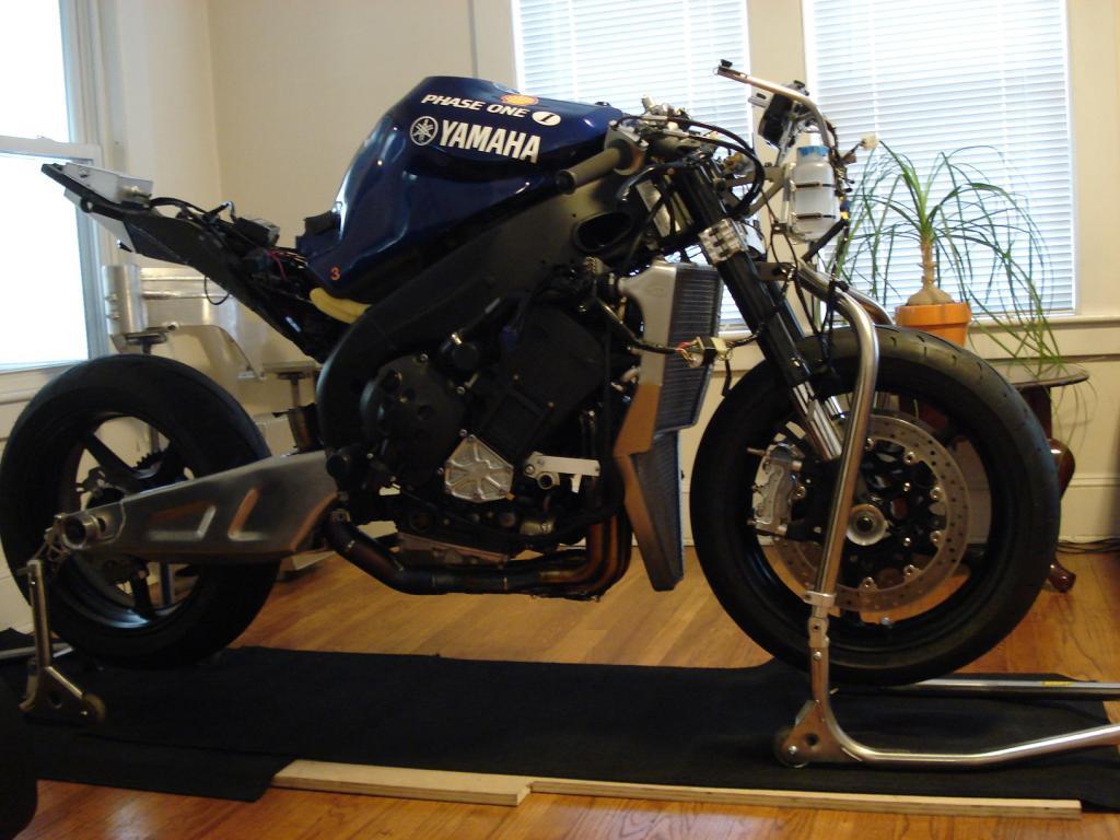 Yamaha 1000 R1 ... - Page 9 DSC00396_zpsbab1bbee