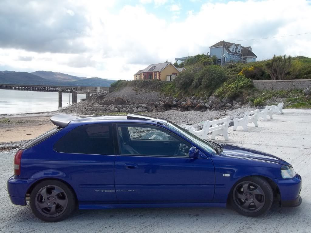 Any 1 interested photoshopping wheels on to my car? 100_0928