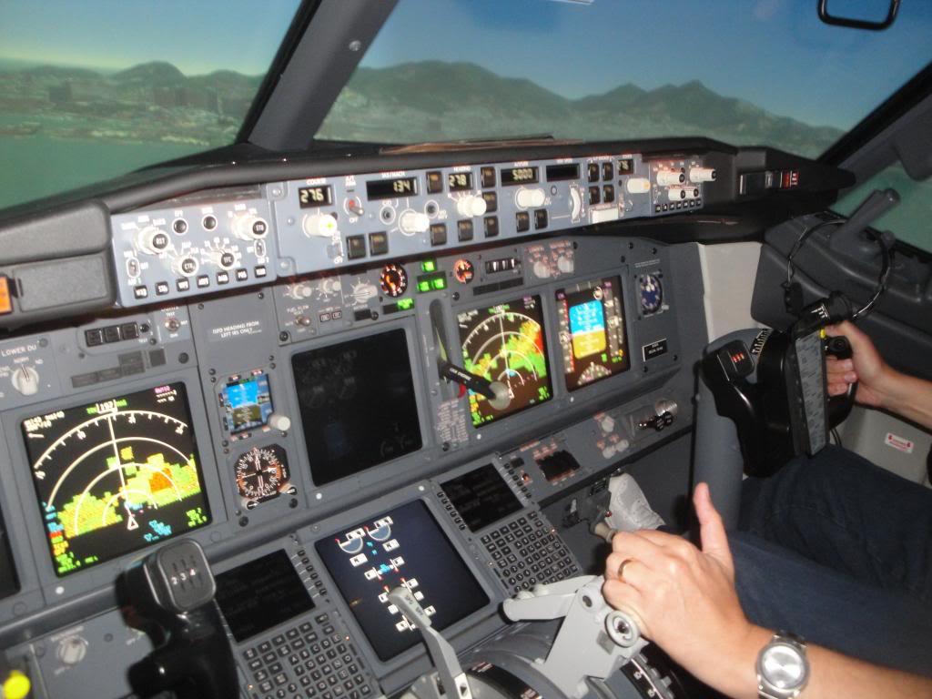 Visita ao Simulador do 737-800NG na SIM Industries DSC01999_zps1c79bf01