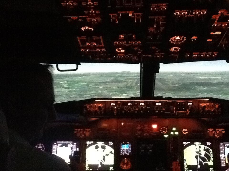 Visita ao Simulador do 737-800NG na SIM Industries IMG_1548_zps742fb9fc