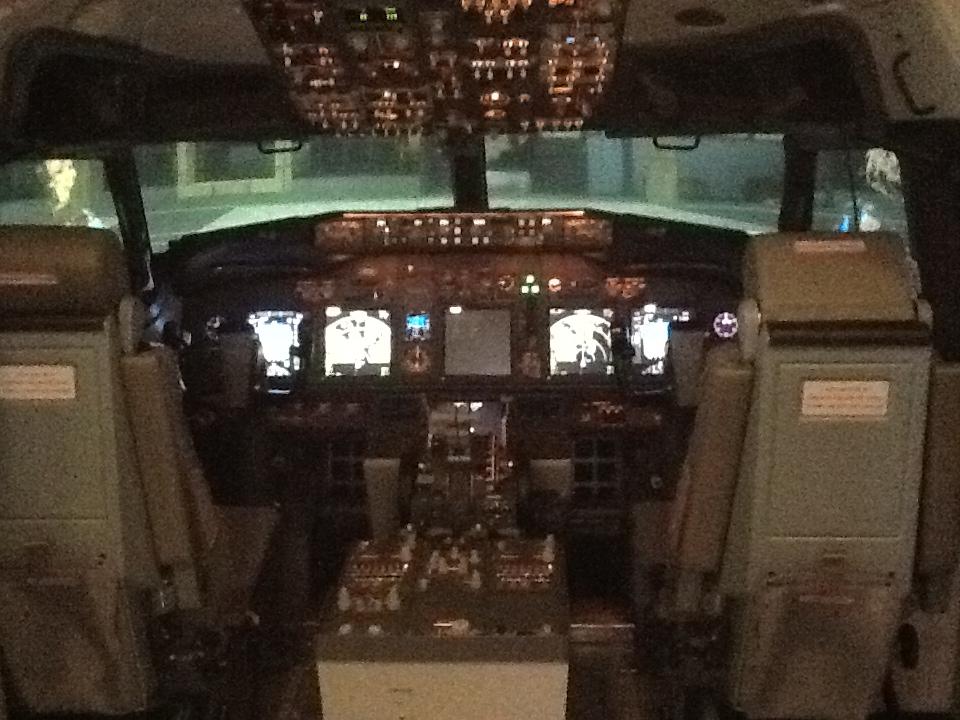 Visita ao Simulador do 737-800NG na SIM Industries IMG_1580_zpsb4a693a5