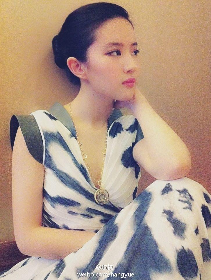 รวมภาพถ่ายจาก Blog และ Sina weibo Hang Yue  4a6856e2jw1dww9dw3dzgj