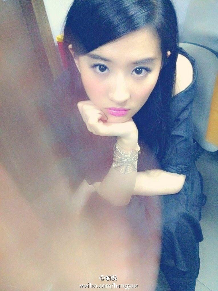 รวมภาพถ่ายจาก Blog และ Sina weibo Hang Yue  4a6856e2jw1dxbfbdb2kkj