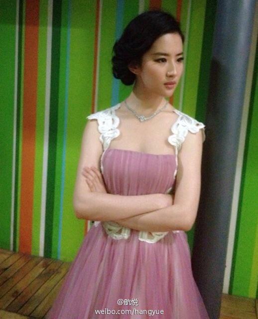 รวมภาพถ่ายจาก Blog และ Sina weibo Hang Yue  - Page 2 4a6856e2jw1e8vn2pfmfpj20ee0hs0uy
