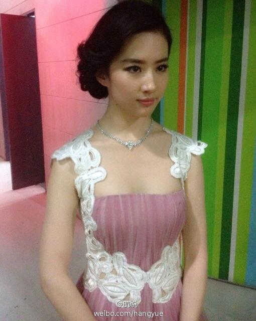 รวมภาพถ่ายจาก Blog และ Sina weibo Hang Yue  - Page 2 4a6856e2jw1e8vn2rvo7kj20e60hstas