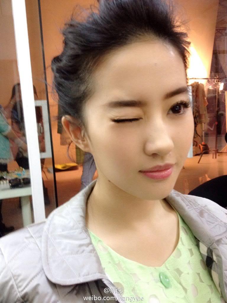 รวมภาพถ่ายจาก Blog และ Sina weibo Hang Yue  - Page 3 4a6856e2jw1ean3ow0cc0j20xc18g7fv