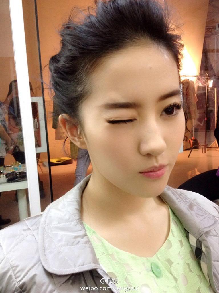 รวมภาพถ่ายจาก Blog และ Sina weibo Hang Yue  - Page 3 4a6856e2jw1ean3p3nluij20xc18gami