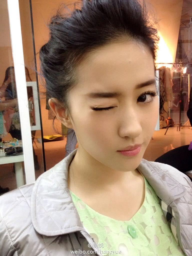 รวมภาพถ่ายจาก Blog และ Sina weibo Hang Yue  - Page 3 4a6856e2jw1ean3p9q4pjj20xc18gds4
