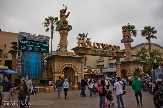 [Disney California Adventure] ElecTRONica (08/10/10 - 15/04/12) - Page 2 IMG_7360