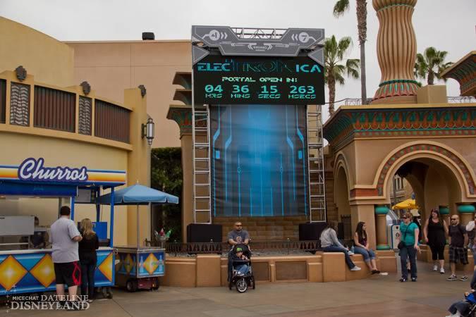 [Disney California Adventure] ElecTRONica (08/10/10 - 15/04/12) - Page 2 IMG_7366
