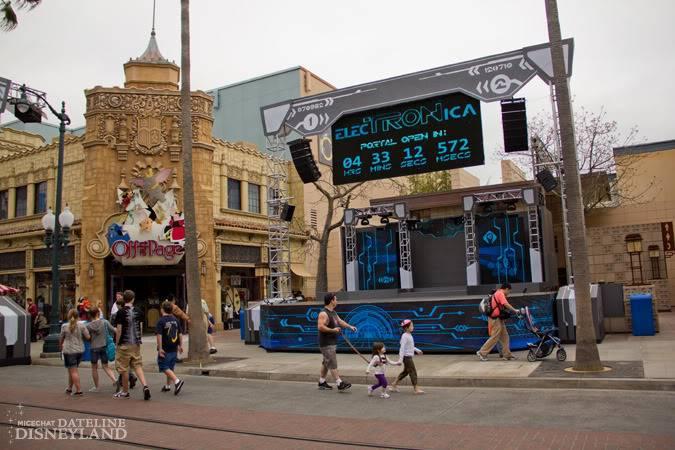 [Disney California Adventure] ElecTRONica (08/10/10 - 15/04/12) - Page 2 IMG_7407