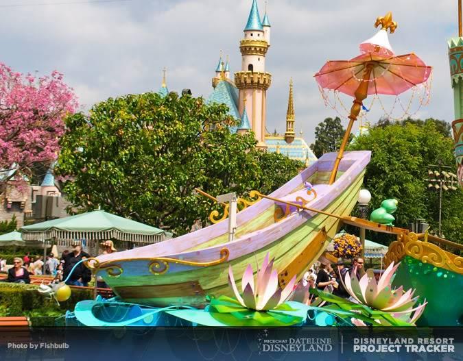 [Disneyland Park] Mickey's Soundsational Parade (2011) - Page 2 P1014918-1