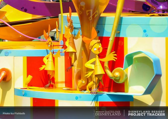 [Disneyland Park] Mickey's Soundsational Parade (2011) - Page 2 P1014924-1