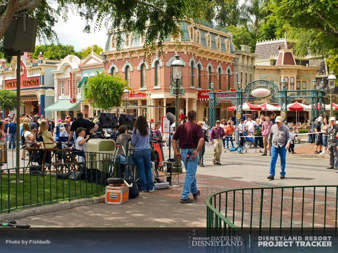 [Disneyland Park] Mickey's Soundsational Parade (2011) - Page 2 P1014926