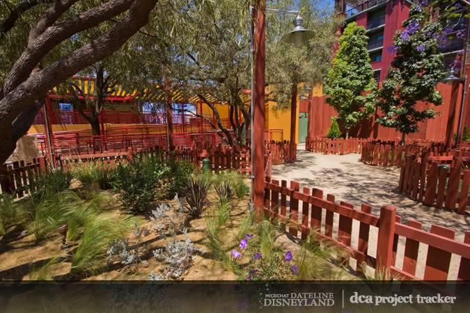 [Disney California Adventure] Placemaking: Pixar Pier, Buena Vista Street, Hollywood Land, Condor Flats - Page 6 IMG_4223