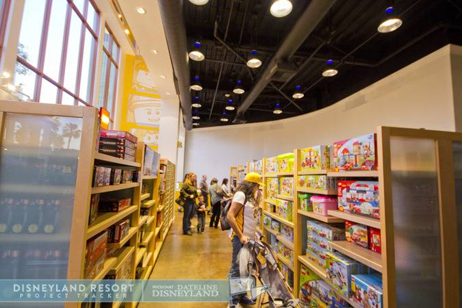 [Walt Disney World et Disneyland Resorts] Ouverture des nouveaux Lego Imagination Centers (2011 et 2012) IMG_7536