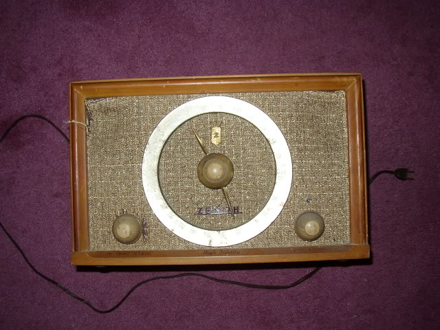 Hello, New to this forum.....Found my great grandfathers Zenith B835E....(pics) P1010055