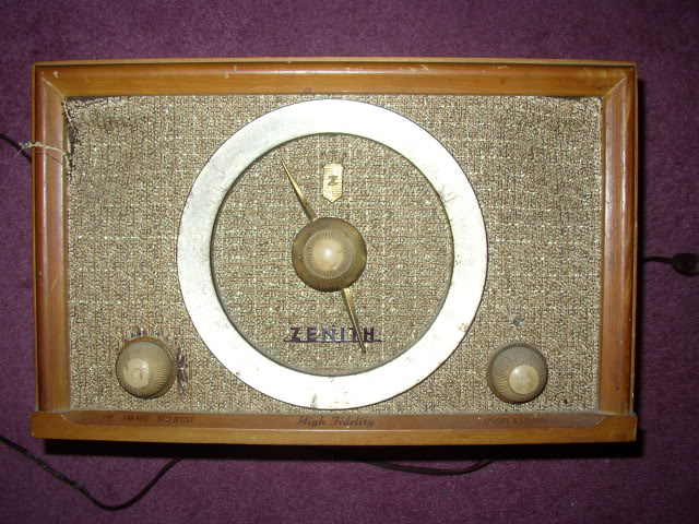 Hello, New to this forum.....Found my great grandfathers Zenith B835E....(pics) P1010056